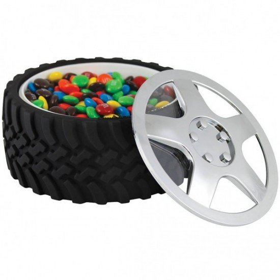 Tire-Snack-Bowl-With-Hubcap-Lid-600x600